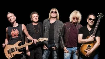 Stay at Chicago Guest House and See Deaf Leppard at Wrigley Field