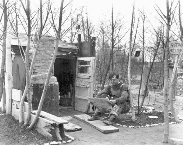 Historic picture of Streeter marking his home at Streeterville in Chicago