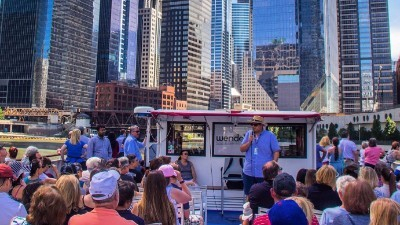 People on a Wendella boat tour in Chicago