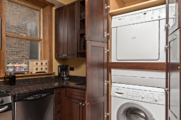 Chicago Guest House 2nd floor apartment with washer and dryer in unit