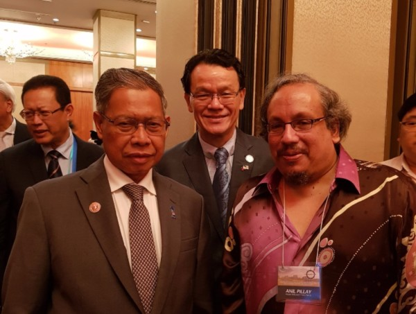 Meeting Dato' Sri Mustapa Mohamed Minister of International Trade & Industry and Mr Edward Ling at the official launch of the Malaysia Chamber of Commerce and Industries Philippines, Inc. on 6th September.
