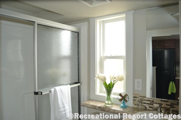 RRC-Platinum Cottages 563SLFP Lakeview Bathroom