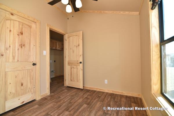 RRC- Platinum Cottages- SanSaba645FP Guest Bedroom