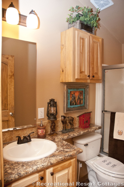 RRC- Platinum Cottages- SanSaba645FP guest bathroom