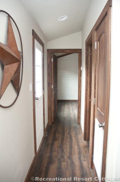 RRC- Platinum Cottages- Del Rio 963FD hallway