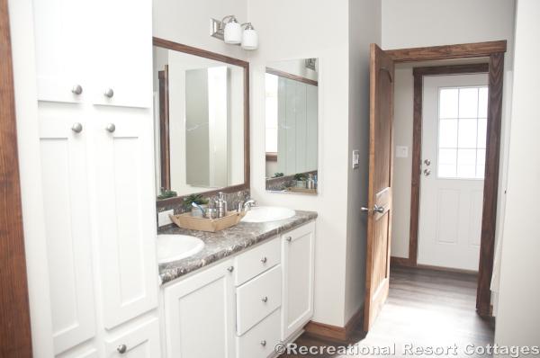RRC- Platinum Cottages- Del Rio 963FD bathroom