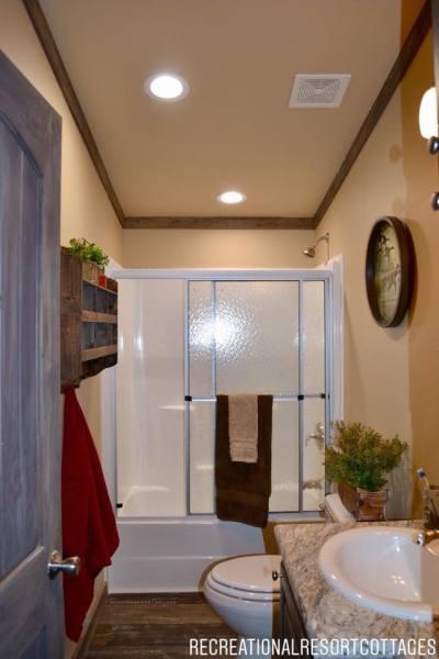 RRC-Platinum Cottages- 860Prow guest bathroom