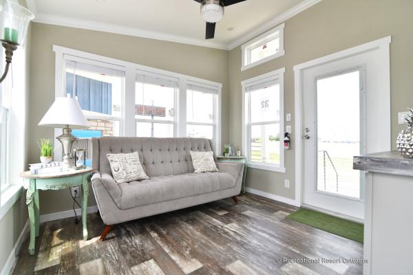 RRC-AthensParkHomes-520MS living room