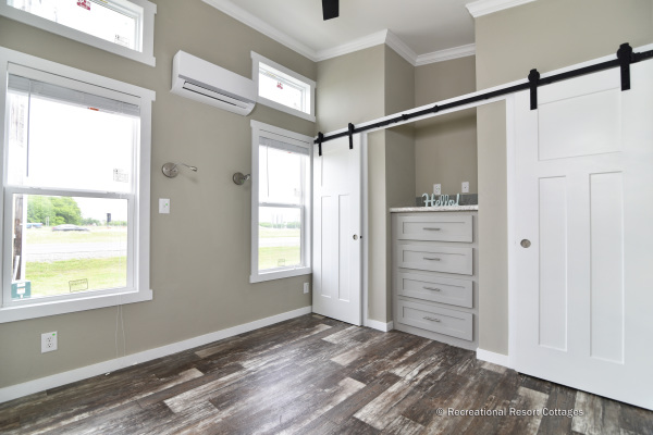 RRC-AthensParkHomes-520MS bedroom