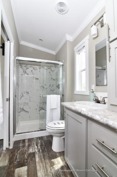 RRC-AthensParkHomes-520MS bathroom