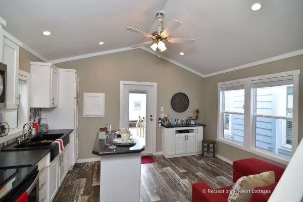 RRC-AthensParkHomes- 522SL living room
