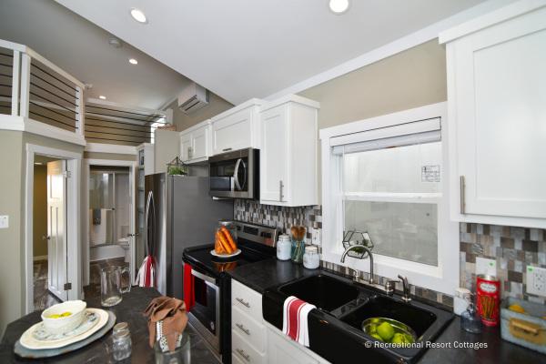 RRC-AthensParkHomes- 522SL kitchen