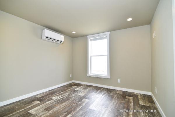 RRC-AthensParkHomes- 522SL bedroom
