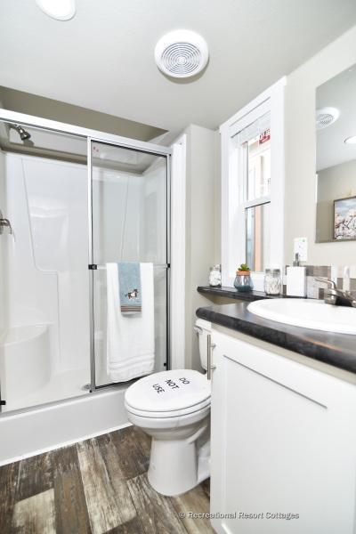 RRC-AthensParkHomes- 522SL bathroom