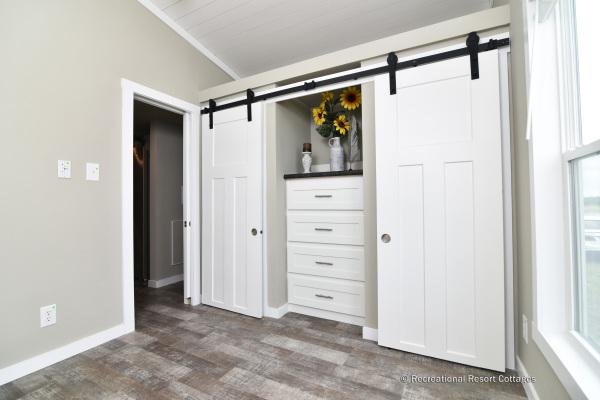 RRC-AthensParkHomes-527Bmonoslope Bedroom
