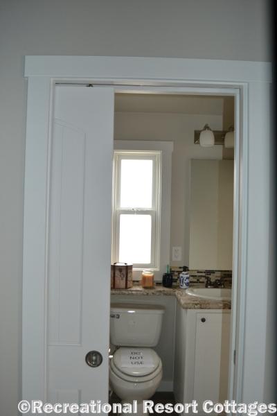 RRC- Platinum Cottages 528FPSP Meadowview bathroom