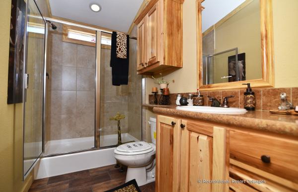 RRC-OakCreek-Nottingham bathroom