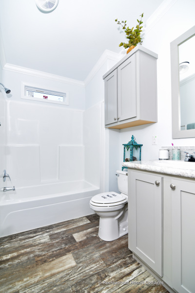 RRC-AthensParkHomes-1666MS bathroom