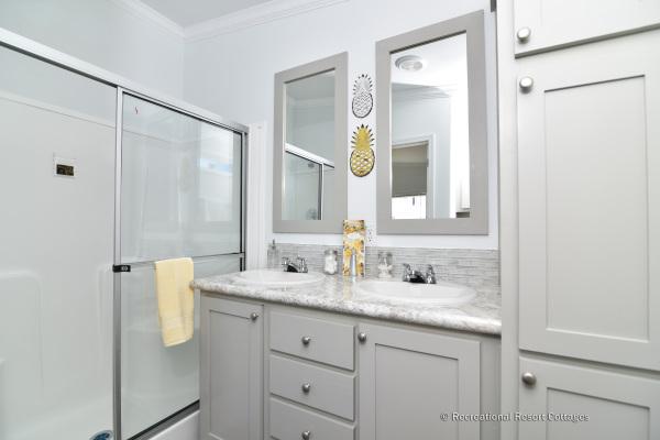 RRC-AthensParkHomes-1666MS master bathroom