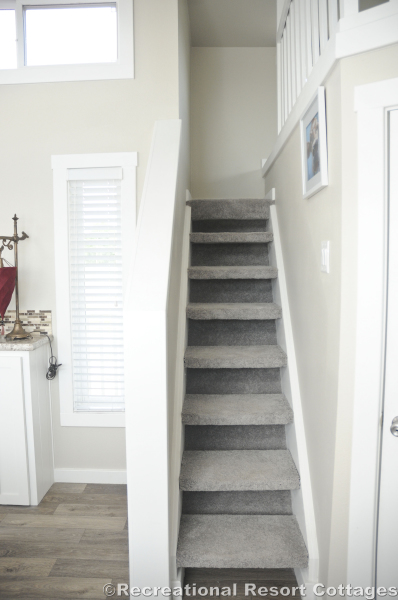 RRC-PlatinumCottages528 loft stairs