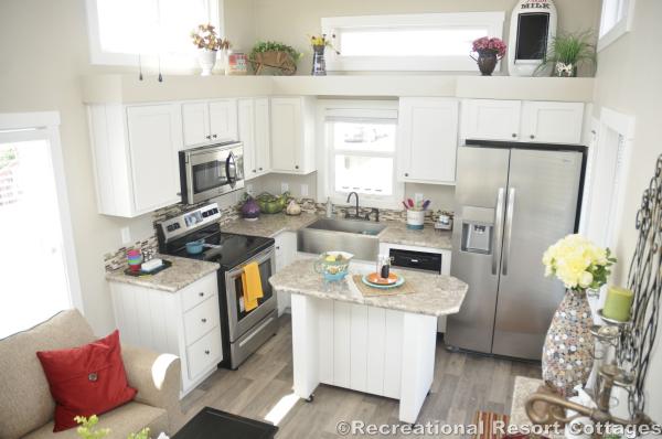 RRC-PlatinumCottages528 kitchen & living room