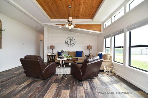 PlatinumCottages-Farmhouse Elly Mae living room