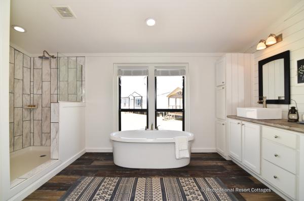 PlatinumCottages-Farmhouse Elly Mae Master bathroom