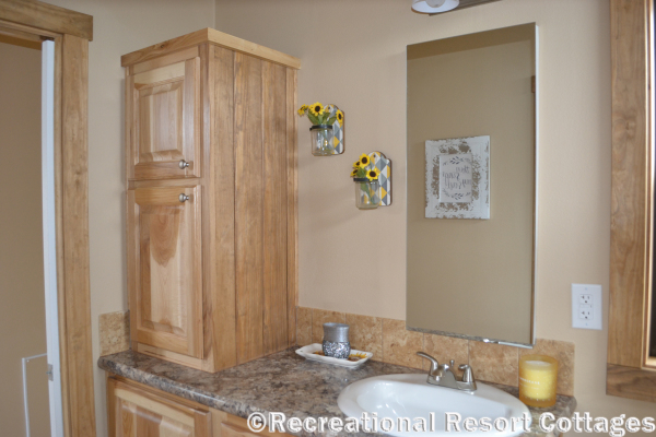 RRC-PlatinumCottages-577 Premier bathroom