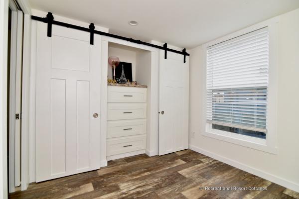 RRC-527B Bedroom