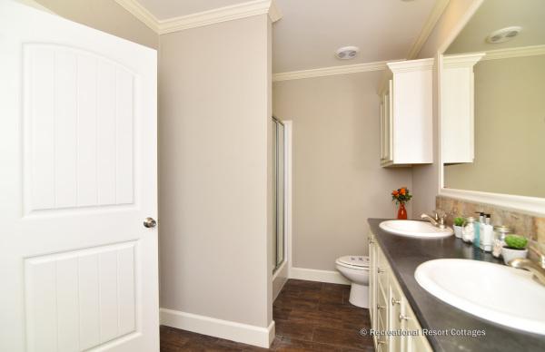 RRC-OakCreekHomes-J78R Master Bathroom