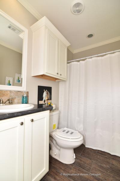 RRC-OakCreekHomes-J78R guest bathroom