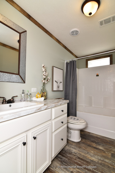 RRC-Bucaneer-Emma Jean guest bathroom