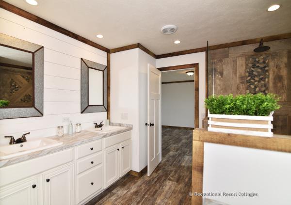 RRC-Bucaneer-Emma Jean master bathroom