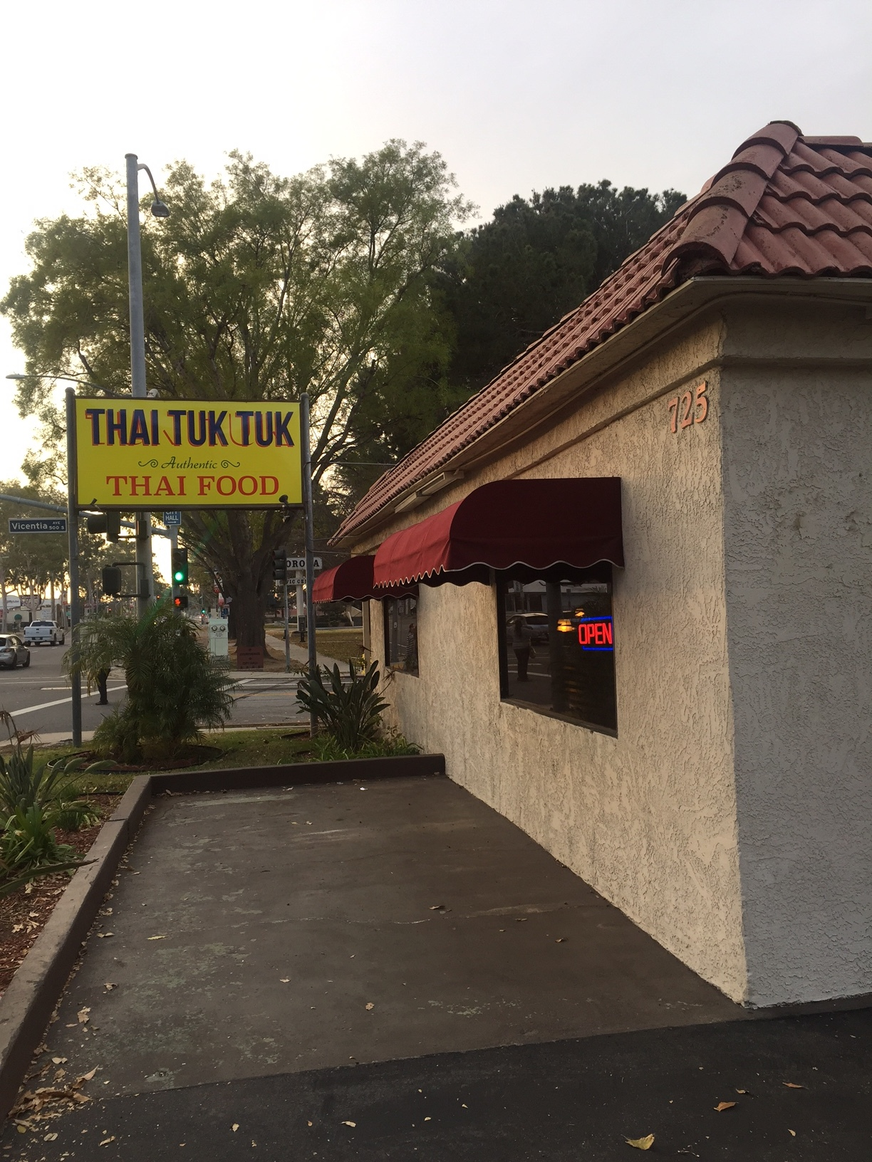 Thai Tuk Tuk Restaurant Food Cuisine Corona Ca