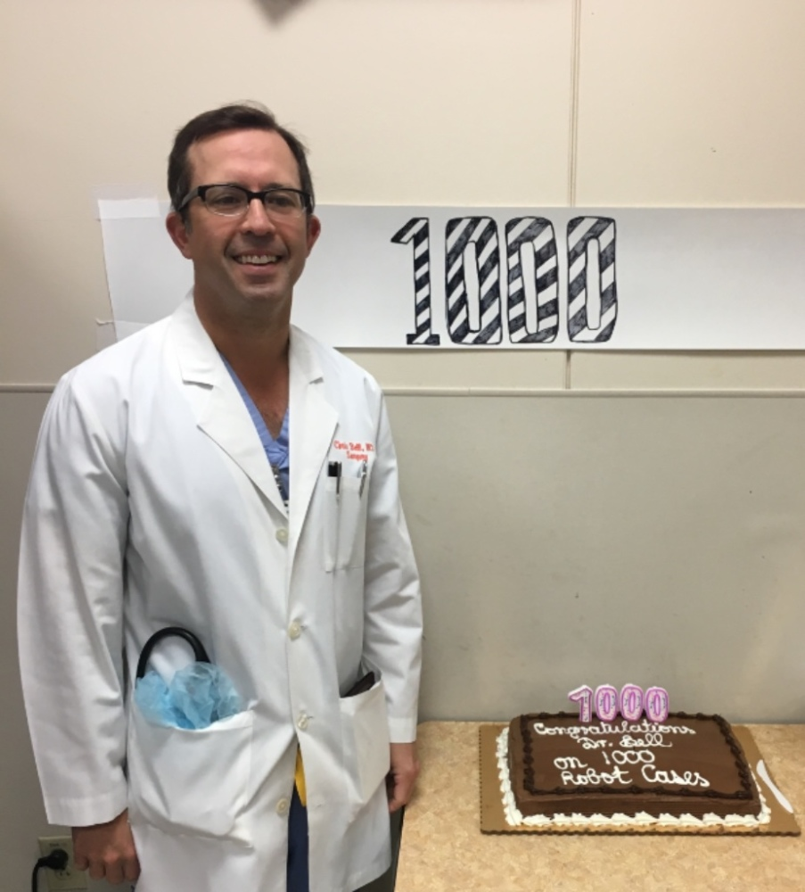 Dr. Bell Celebrates 1000 Robotic Assisted Surgeries With His Team