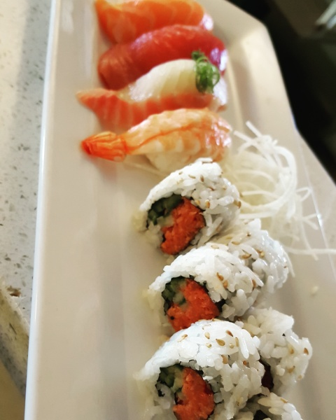 Lunch Sushi combo with spicy tuna roll