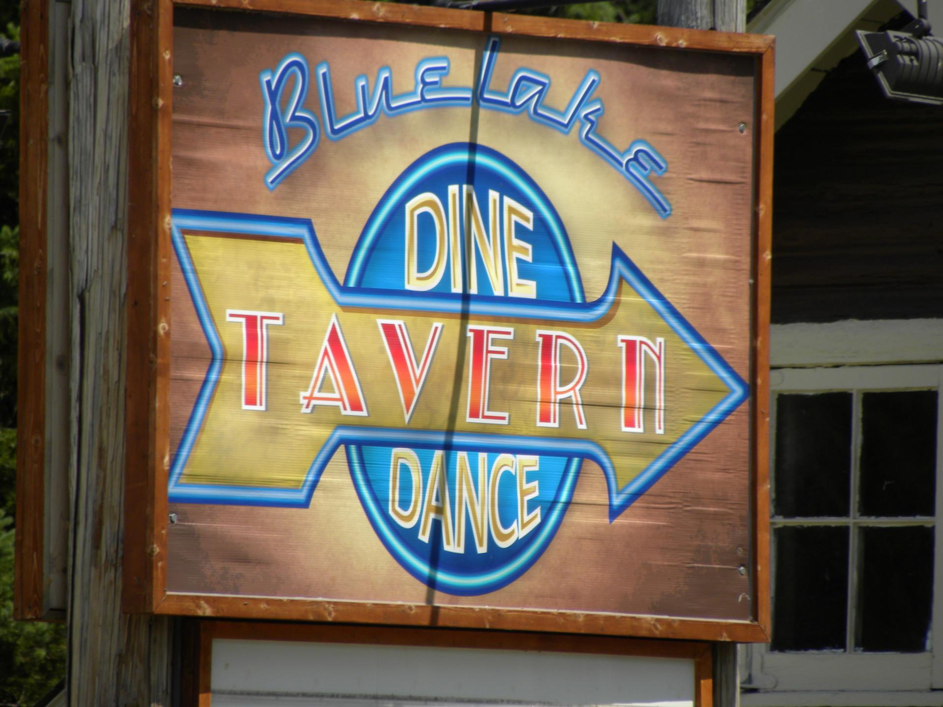 Busy Lake Front Bar/Restaraunt!