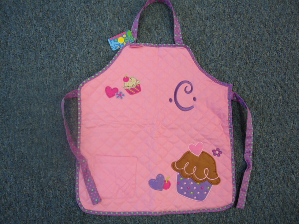 "<img source=""pic.gif"" alt=""Apron Monogramming in Goldsboro NC area.""</img>"