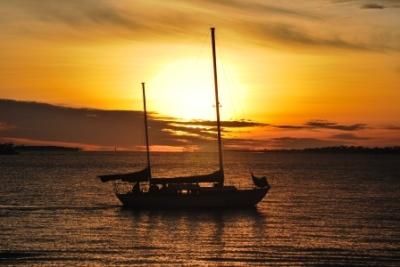 "<img src=""verzeichnis/abbildung.jpg"" alt=""Sailing in the caribbean Panama"">"