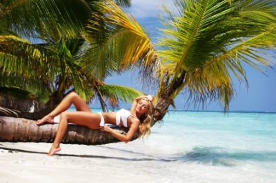 """<img src=""""verzeichnis/abbildung.jpg"""" alt=""""Chilling on the beach and white sand"""">"""