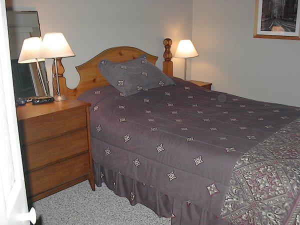 Chambre principale en haut / Main floor master Bedroom