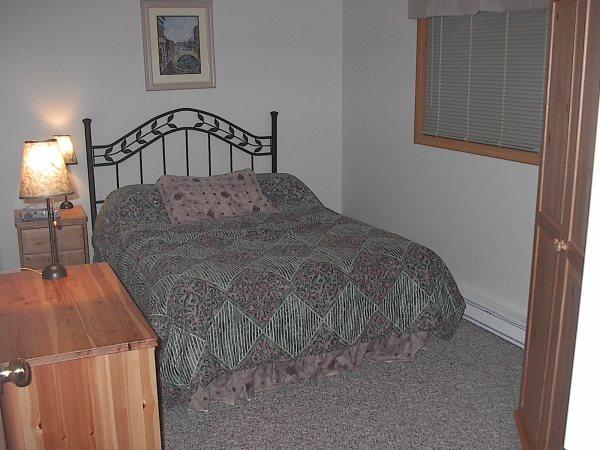 Double bedroom / Chambre à lit double