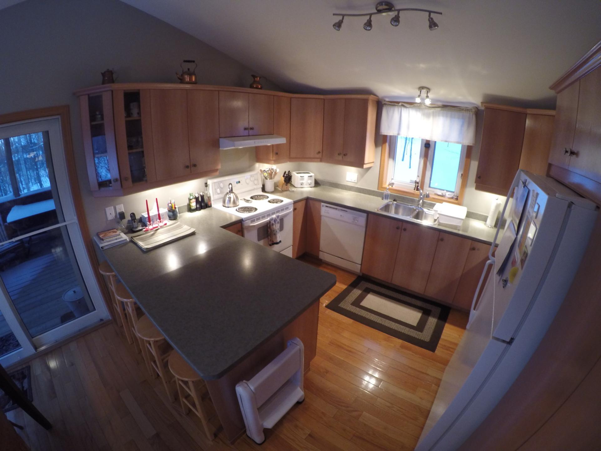 Cuisine de la salle à manger / Kitchen From Dinningroom