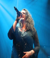Laurie Brown singing at Bob Hope Theatre in Eltham, London