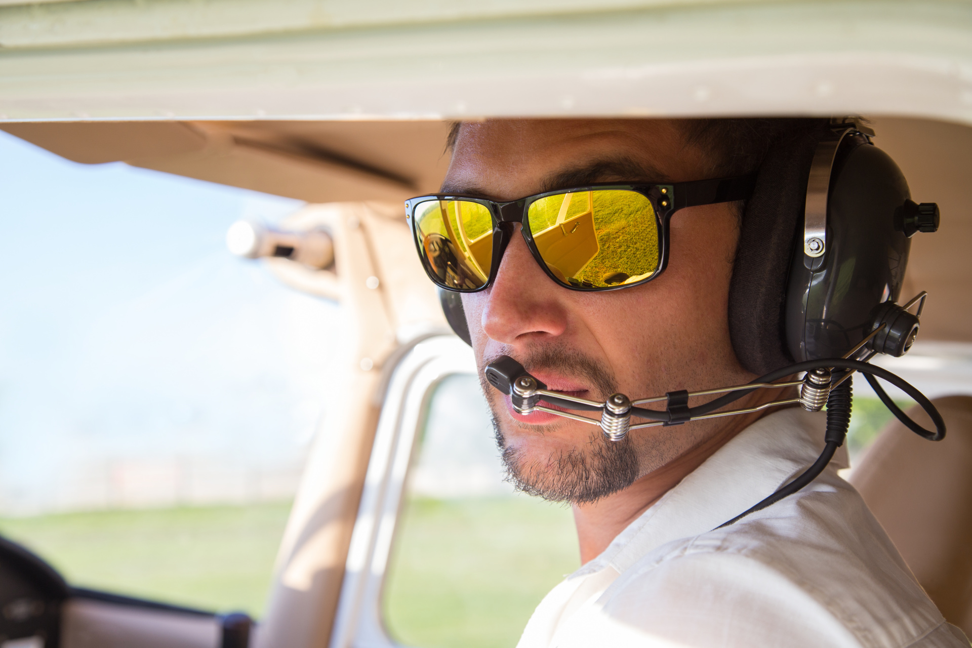 How to Become a Licensed Commercial Pilot