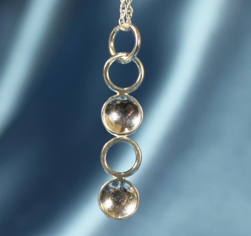 Delicate circles pendant