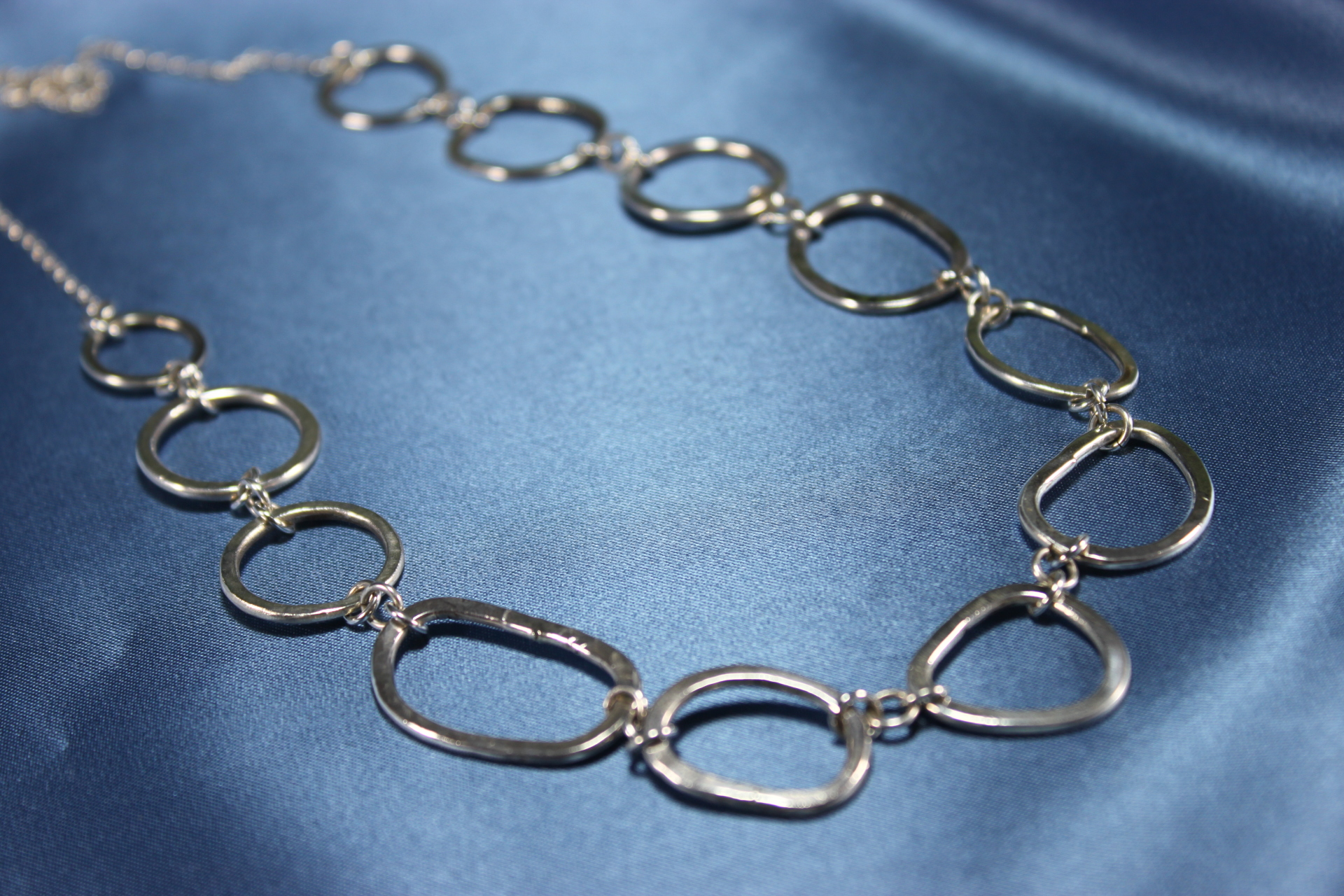 Hammered circles necklace