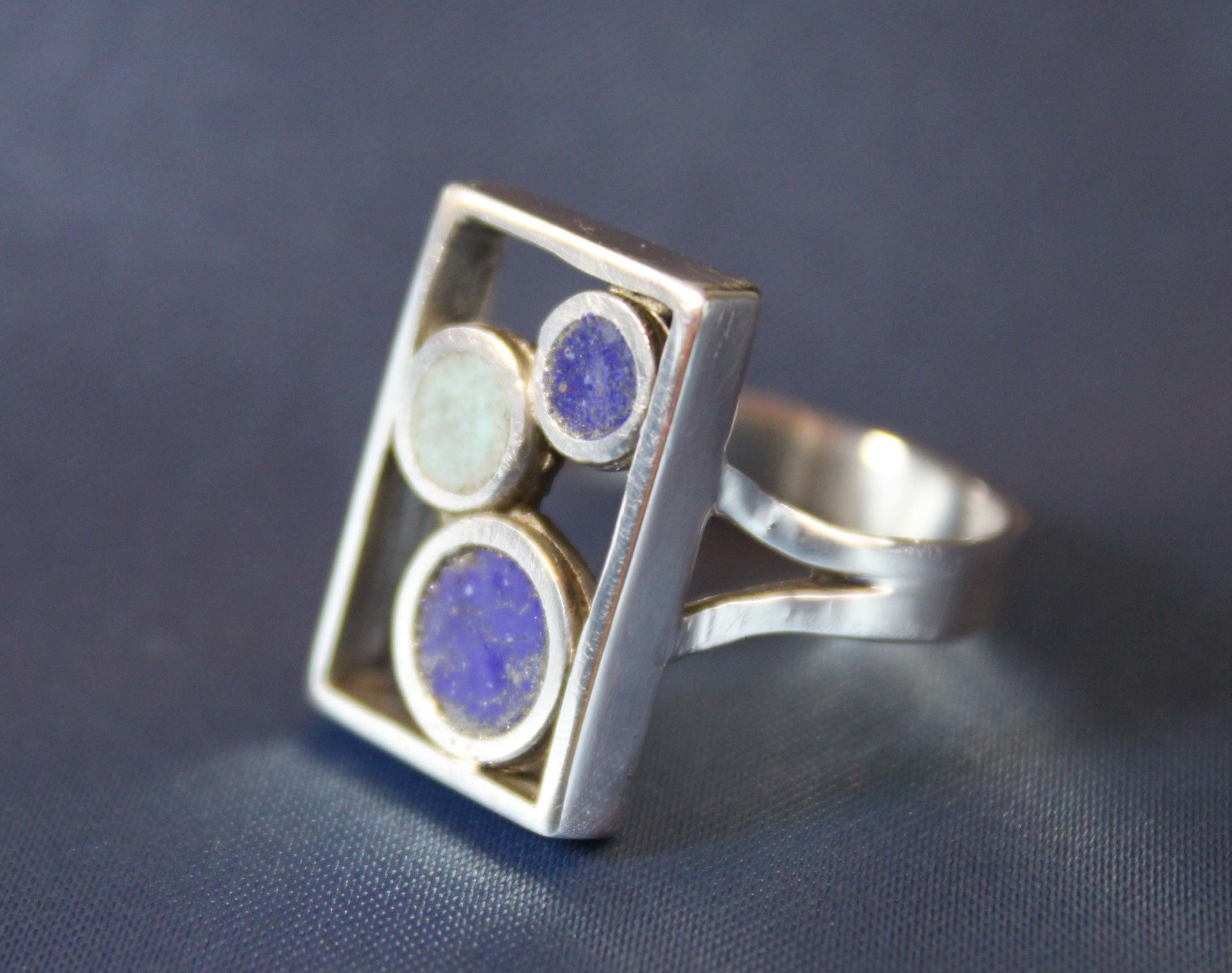 Rectangular enemelled ring