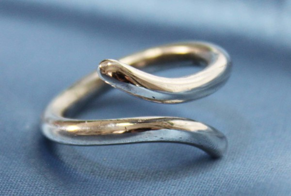 Chunky curved wire ring