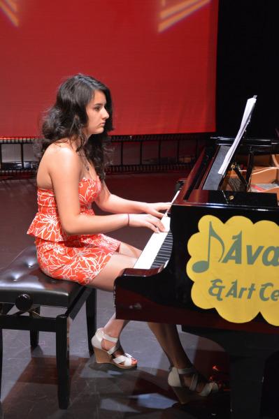 Nazgol playing piano